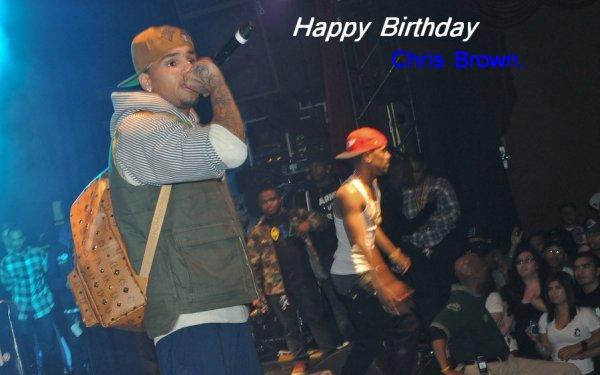 05/05/11: Aujourd'hui Chris Brown fête ses 22ans ! On lui souhaite tous un Joyeux Anniversaire :).
