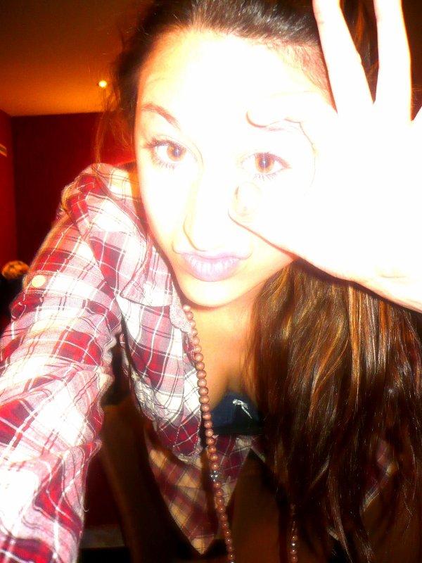 Je suis une princesse, je fais pipi rose, je pète des paillettes et rote des confettis.Mais non je rigole.  ☮