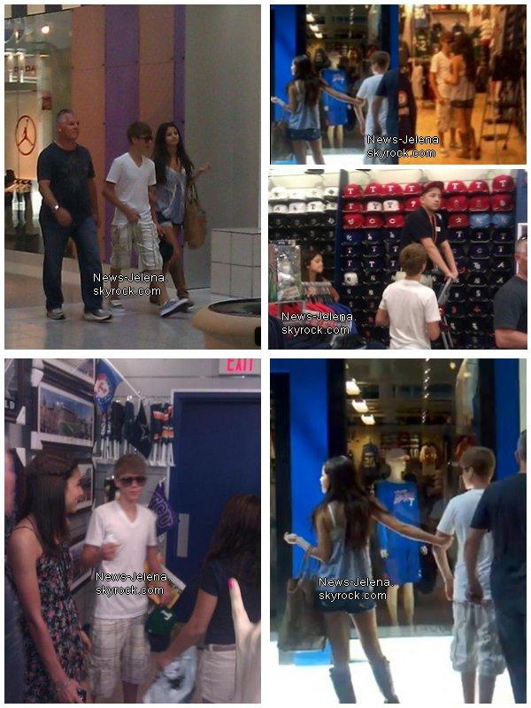 _____________________________________________________________________________Justin Bieber et Selena Gomez font du shopping à Arlington,Texas (29.o5.11) ______________________________________________________________________________[/c