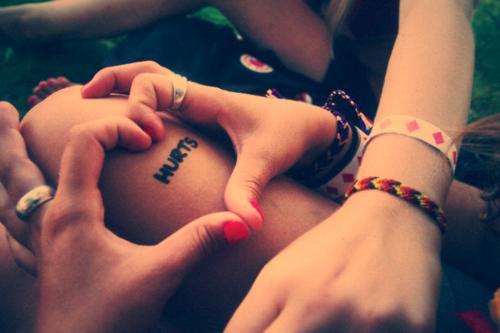 On a tous besoin de quelqu'un d'autre, on a tous besoin d'amour. Le fait que l'on soit fort, que l'on ai besoin de personne, qu'on est mieux seul(e). Tout ça c'est des conneries. #Mano