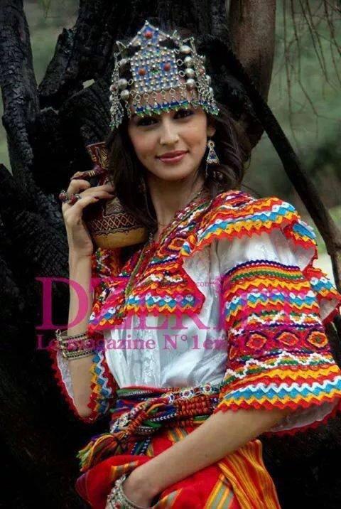 http://ailan-berbere.skyrock.mobi/3238683109-Les-fille-berbere-son-les-plus-belles-au-mondes-si-vous-voulez-au-pas.html