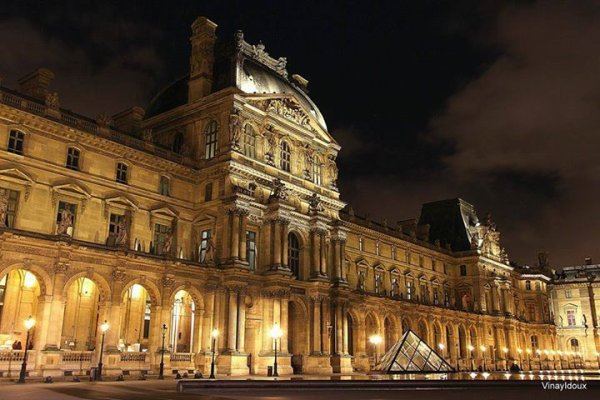 Paris le Louvre.