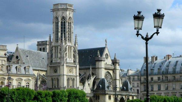 La tour Saint Jacques.