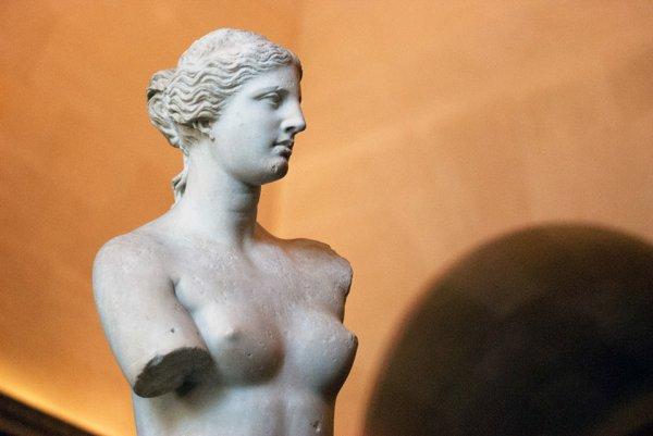 Au musée du Louvre ; La Vénus de Milo