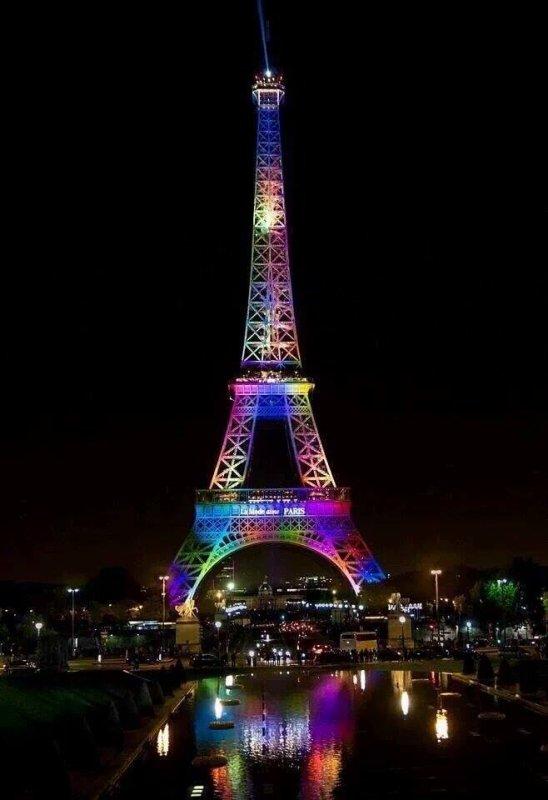 Hommage de Paris, aux victimes d'Orlando