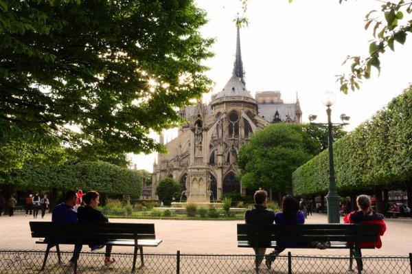 Balade un après-midi au square Jean XXIII derrière Notre-Dame à Paris
