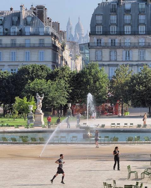 Jardin des Tuileries : bassin du Louvre !