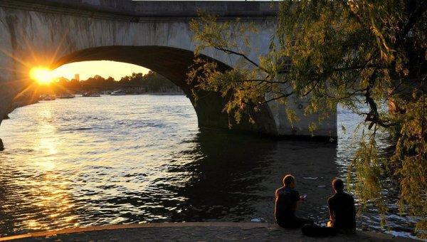 Les amoureux du pont-neuf à Paris !