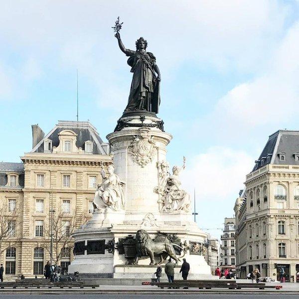 Marianne place de la république !