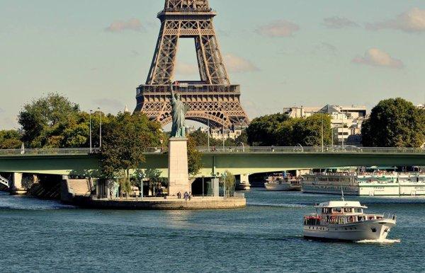 Statue de la liberté à Paris sur l'île aux cygnes !