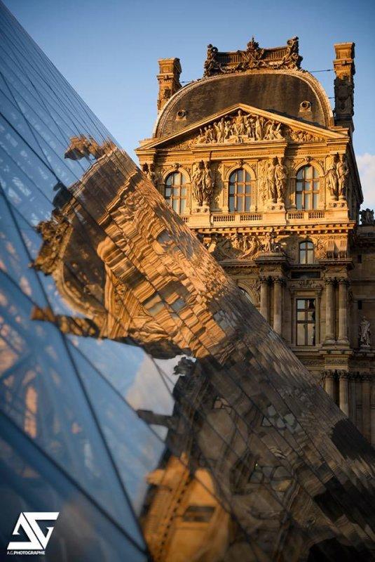 Reflet du Louvre sur la Pyramide !