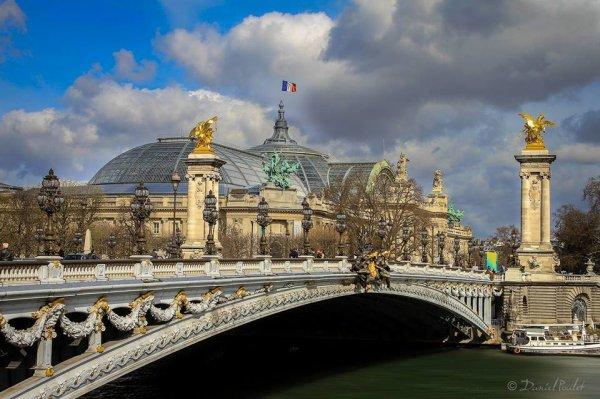Paris : le pont Alexandre lll l'un des plus beaux de la capitale