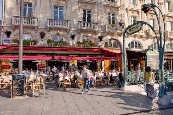On y déguste avec en face la Fontaine Saint Michel !!!