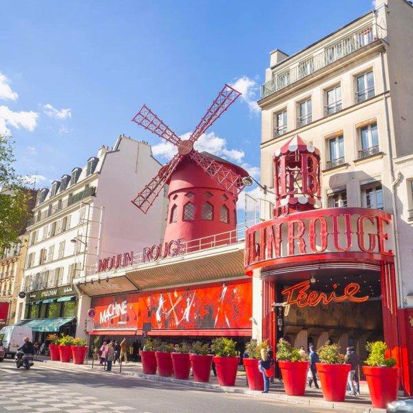 Plumes, Strass et Paillettes : c'est aussi cela Paris !