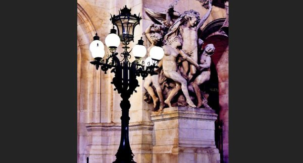 Statue de la danse sur la façade de l'opéra Garnier à Paris !