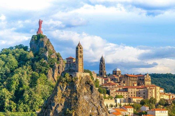 """Le Puy en Velay, ville magnifique un véritable décor de théâtre disait """"George Sand"""""""
