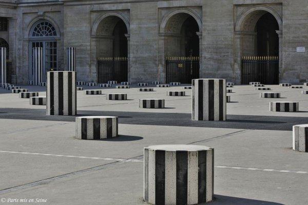 Colonnes de Buren au Palais Royal : on aime ou pas !!