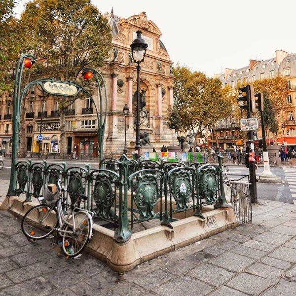 Le métro Place St Michel !