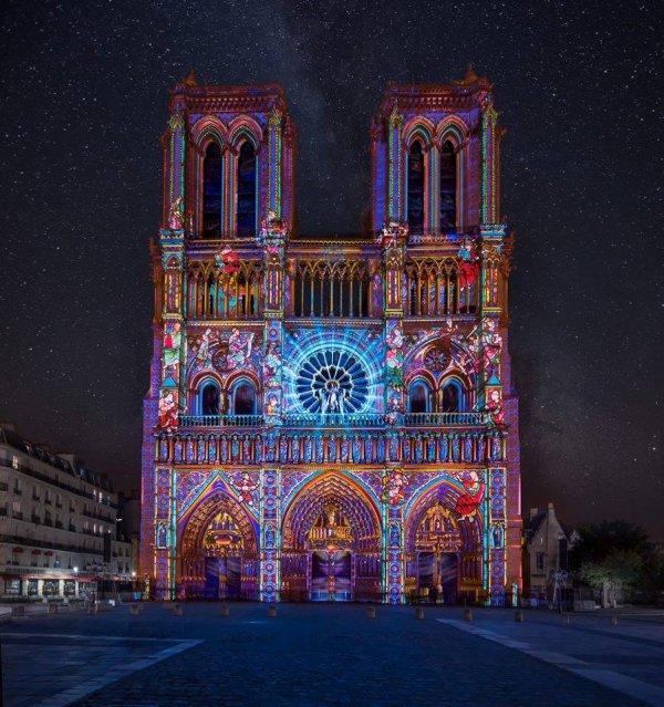 Spectaculaire illumination de Notre-Dame de Paris !