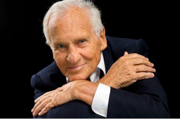 Un grand homme et un grand écrivain nous a quitté !!!