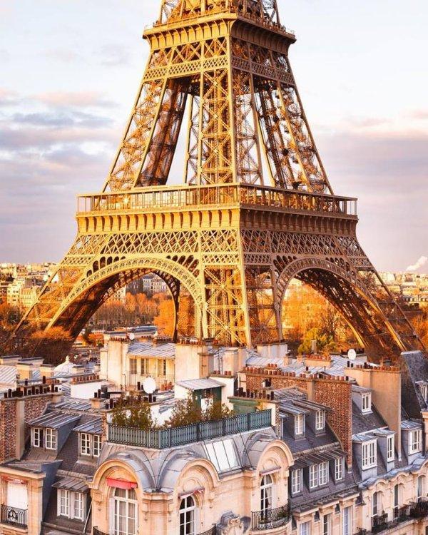On pourrait la croire implantée sur les toits de Paris !