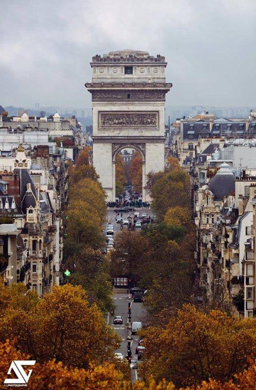 Autre vue sur sur l'arc de Triomphe de l'Etoile de Paris !!!