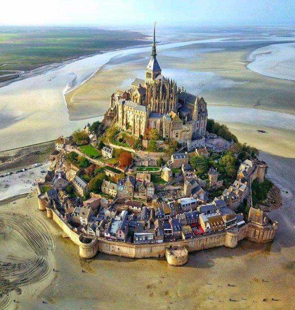 """Et qui ne connait pas cette merveille : """"Le mont Saint Michel """" ?"""