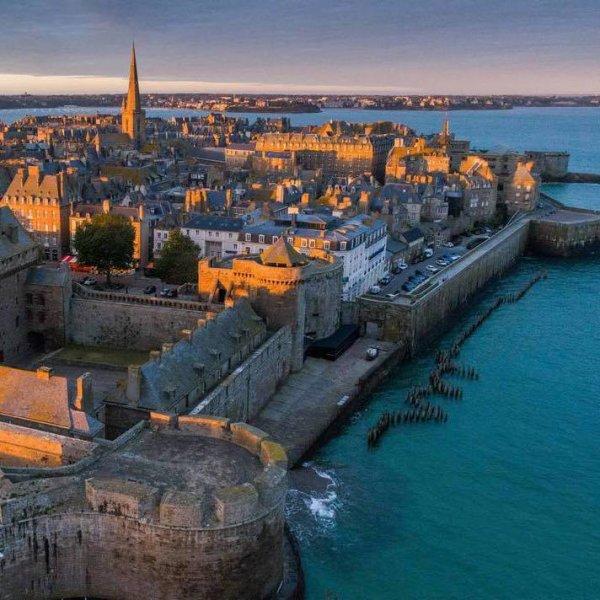 Saint Malo Ville magnifique non loin de l'île du Grand Bé où repose François René de Chateaubriand !