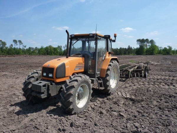 Renault Ceres 330X + cover crop