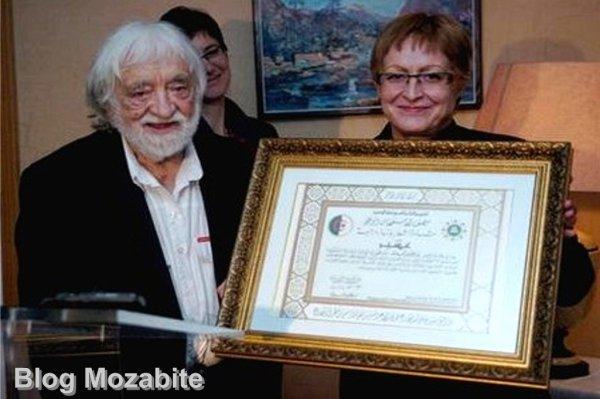 La médaille du mérite national à l'architecte André Ravéreau