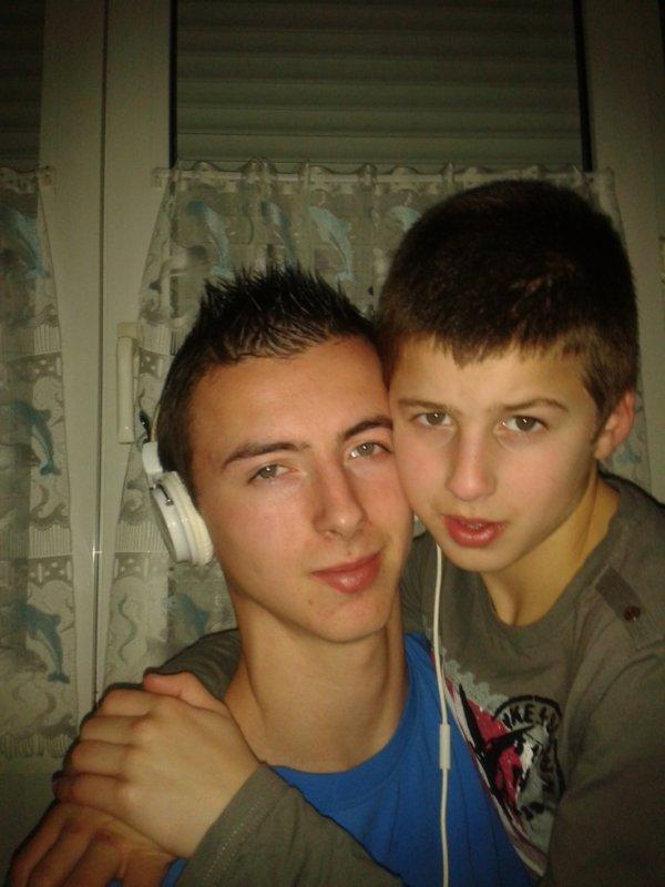 mon petit frère et moi <3