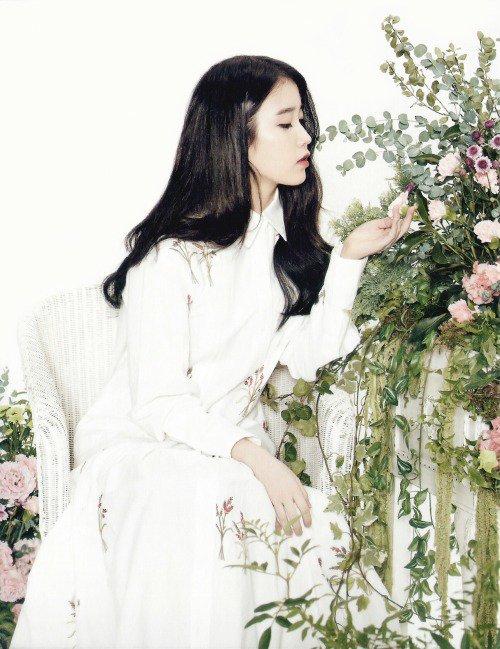 """사진   La chanteuse  IU  pose pour """" le calendrier 2015""""  아이유"""