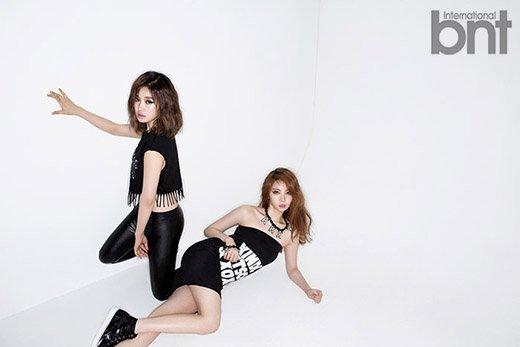 사진   Les membres E-Young et  Ka Eun  du groupe  After School posent pour BNT Inernational   이영 & 가은