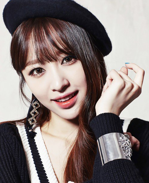 사진   La membre du groupe  EXID , Hani  pose pour le magazine  The Star    안희연