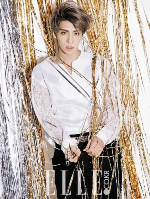 사진    Kim Jong Hyun , membre du groupe SHINee pose pour le magazine  ELLE   김종현