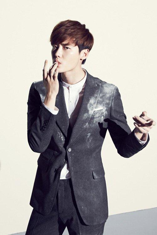 사진  L'acteur  Lee Jong Suk    pour la marque de vêtement  MVIO 2015   이종석