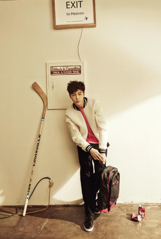 사진   Les membres Sunggyu et  Myungsoo (L)  du groupe  INFINITE posent pour High Cut