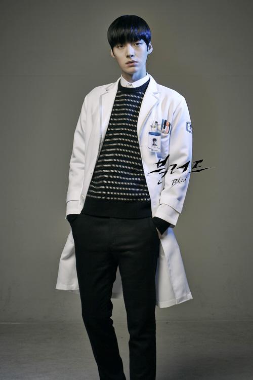 "Les acteurs Goo Hye Sun, Ahn Jae Hyun et Ji Jin Hee  pour leur drama ""Blood"""