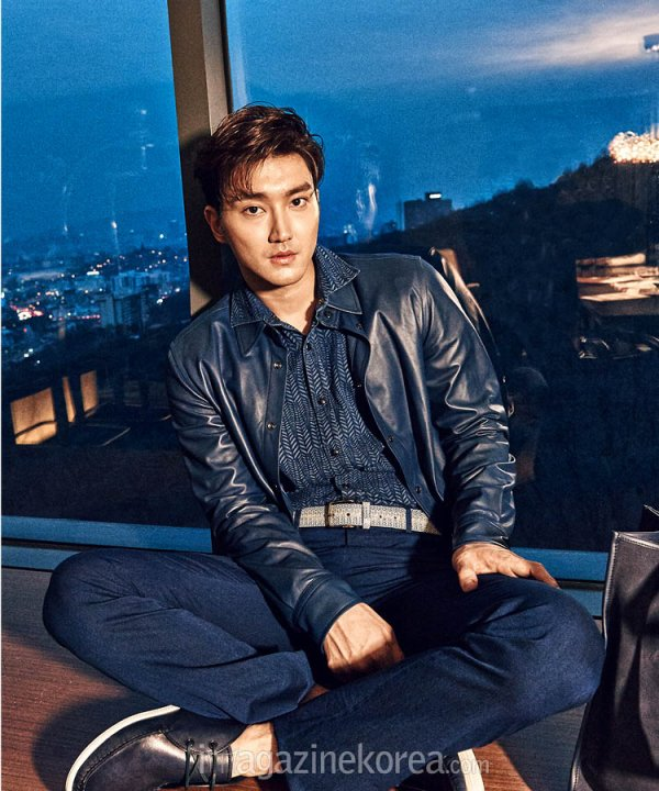 사진   Le membre du groupe Super Junior  ,   Choi Siwon pose pour  Esquire, mars 2015