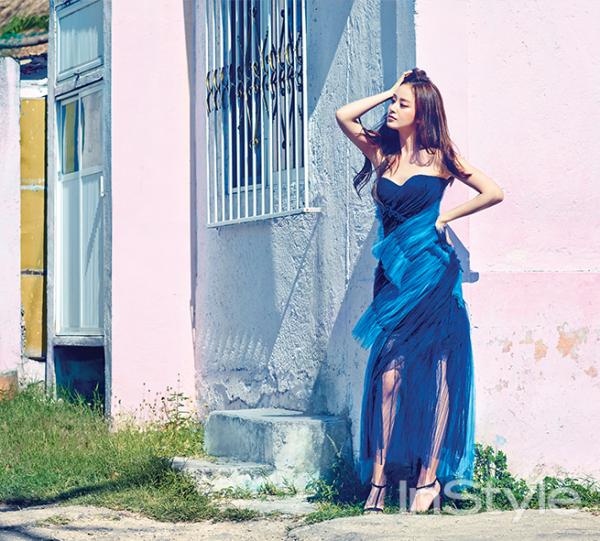 사진   L'actrice  Kim Tae Hee   pose pour   InStyle , Avril 2015     김태희