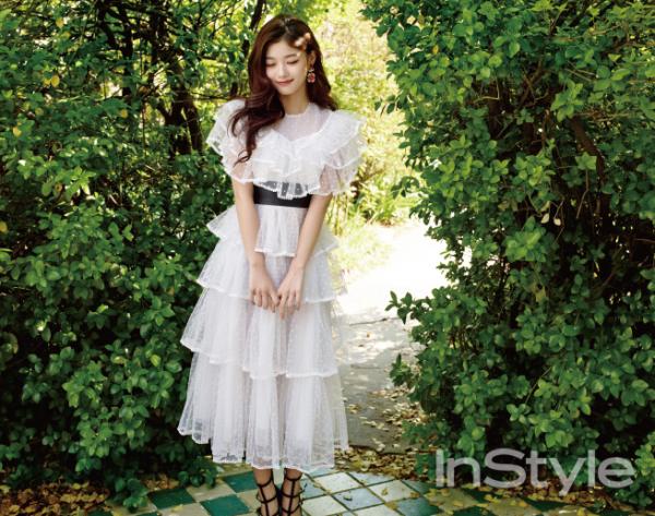 L'actrice Kim Yoo Jung pose pour InStyle Korea - Mai 2016