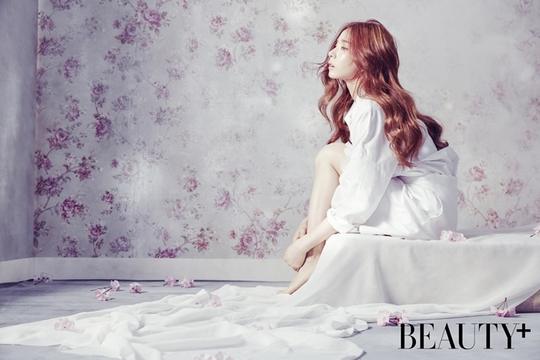 L'actrice Shin Se Kyung pose pour BEAUTY+