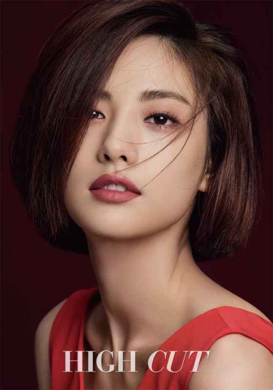 Nana pose pour High Cut Vol. 205