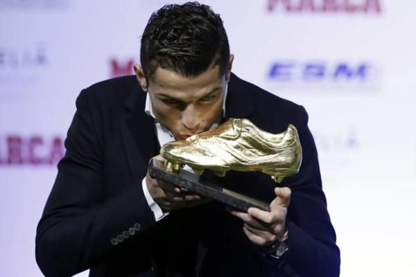 Cristiano Ronaldo a reçu son 3ème Soulier d'or européen !