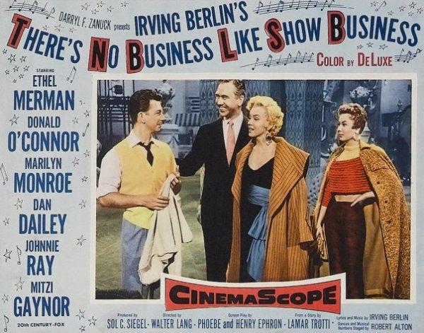 """Deux beaux films de Marilyn, l'un de Henry HATHAWAY en 1952, """"Niagara""""... Ray et Polly Cutler sont en séjour à Niagara Falls. Ils font la connaissance de George et Rose Loomis, un couple au bord de la rupture. Rose annonce la disparition de son mari aux Cutler et a la désagréable surprise de reconnaître à la morgue le cadavre de son amant... et l'autre de Walter LANG, de 1954, """"La joyeuse parade"""". (affiches et photos des 2 films respectifs)."""