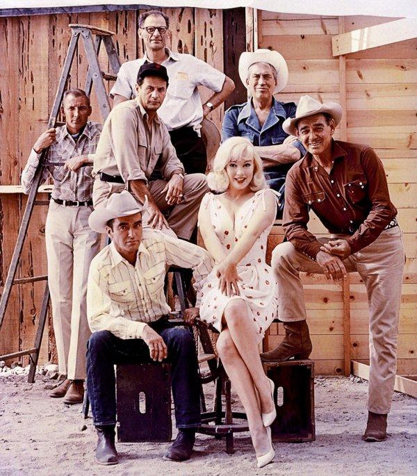 Marilyn Aux Cotes De Clark Gable Dans Le Film Les Desaxes