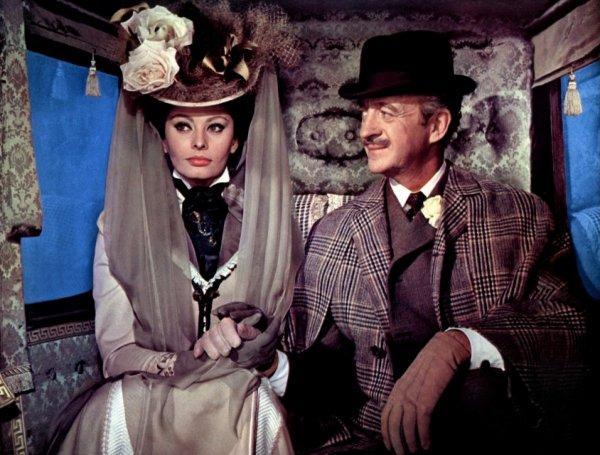 """1965, Peter USTINOV dirige Sophia, dans le film """"Lady L"""", l'histoire d'une  femme du"""