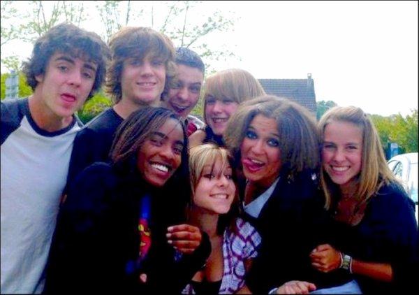Ce sont mes amis qui m'ont fait aimer la vie. Ils me rendent meilleur à mesure que je les trouve meilleurs eux-mêmes. (♥) .
