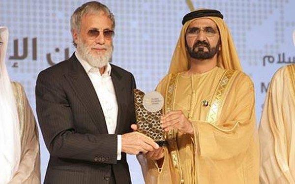 Yusuf / Cat Stevens a été récompensé pour sa contribution envers la paix à travers les Arts. Son Altesse Sheikh Mohammed bin Rashid Al Maktoum a présenté l'honneur au prix Global de l'économie islamique hier.