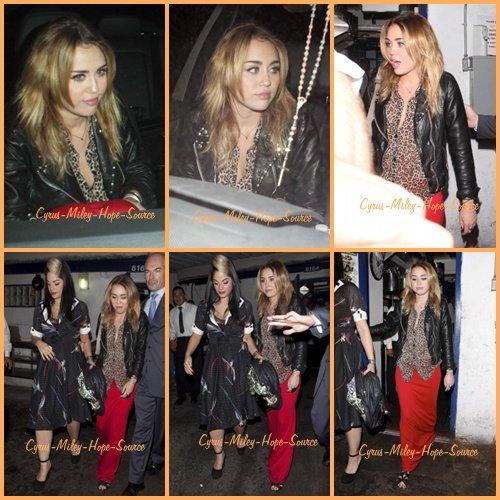 Mileyétait de sortie le 27 octobre au clubLittle Doorpour l'anniversaire de son amie Kelly Ousbourne